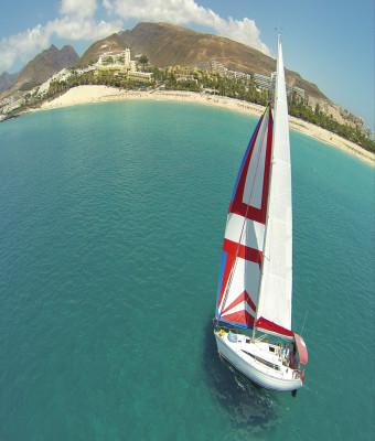 Paseo en barco con el velero Récord Flounders