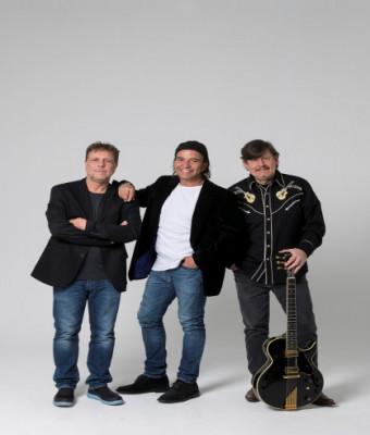 Los Secretos en concierto en trío acústico