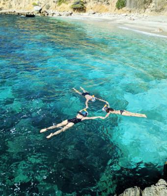 Senderismo tropical, playa paradisiaca y snorkel