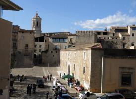 337_Plaça_Sant_Domènec,_les_Àligues,_torre_Rufina_i_campanar_de_la_Catedral_(Girona)