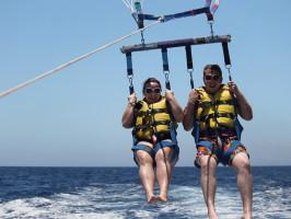 Esquí acuático con paracaídas