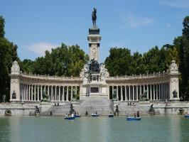 Tour guiado por el Palacio Real de Madrid y parque del Retiro