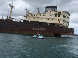 tb_e-19748508-moto-de-agua-junto-a-barco-abandonado15276821446805