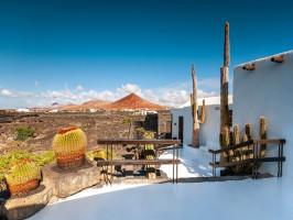 Tour César Manrique con entradas a La Cueva de Los Verdes, Jardín de Cactus y Fundación